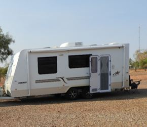 Tandem Wheel, Solar Panels, Queen Sized Island Bed, Ensuite, Full Stove , 3 way fridge, Set Up...