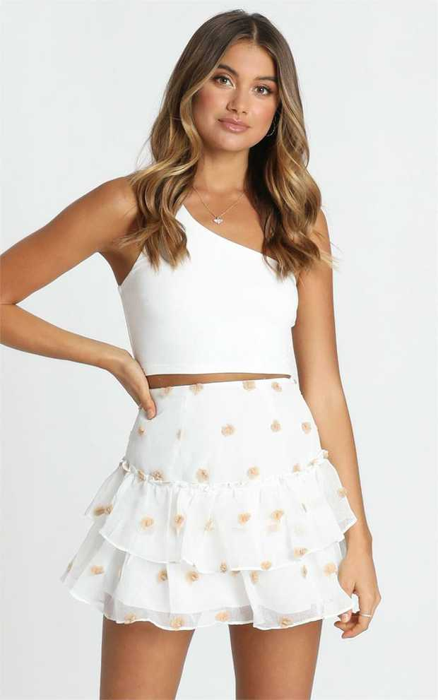 We're obsessed with this seasons hottest tiered mini skirt! Show off that bod with this super cute...