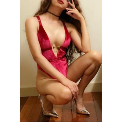 super feminine  Slim & Fit  100% gen photo  34C,  165cm, 50kg  active /...