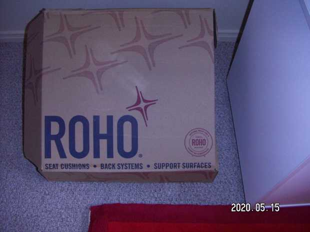 Roho Wheelchair Cushion Still in Box(never been used)With Pump & Instruction Manual...
