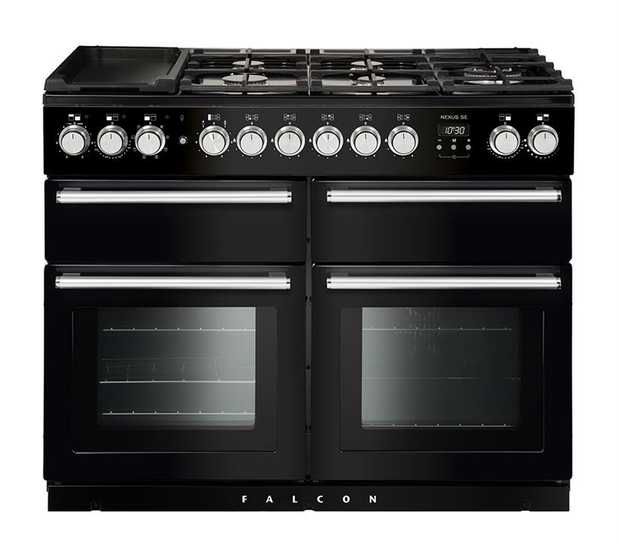 79 (LH), 79 (RH), 21 (Upper RH) oven Capacities 5 Gas Burners Including Multi-ring Burner 2 Ceramic...