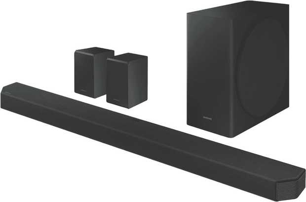 Enjoy immersive sound quality with this Samsung 9.1.4CH Dolby Atmos Soundbar HW-Q950T/XY featuring nine...