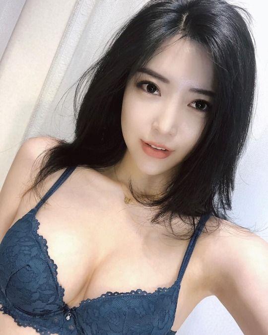 Eva 21yo    Stunny  Busty  Fun  Slim & Sexy   0406 483 695