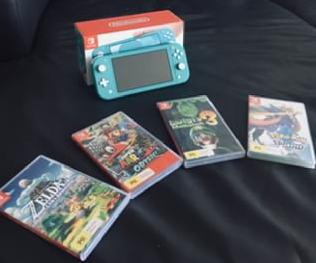 Nintendo Switch Lite in immaculate condition. Comes with original box, charging cord and 4 games.