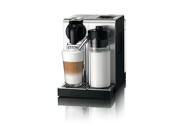 This Nespresso coffee machine's espresso maker helps you brew coffee drinks easily. It has a stainless...