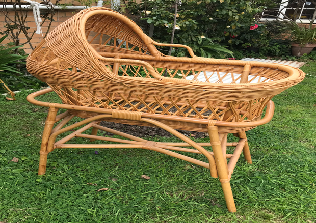 Baby Cane Bassinet in very good condition.
