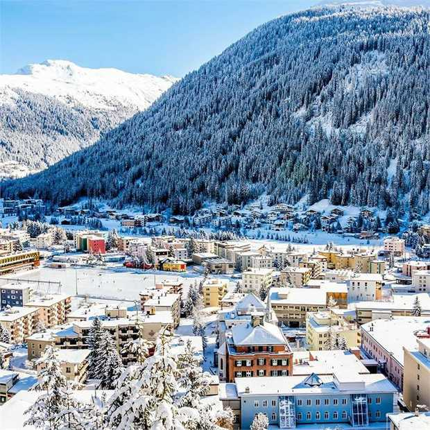 For après-ski scenes, powder-white slopes and gently rolling Alpine forest, moments from Jakobshorn Sky...