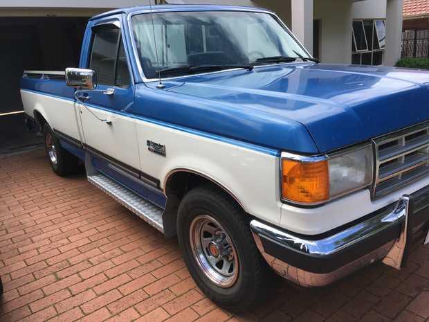90,000 miles,  Immac cond.  L/hand drive,  100% factory original,  V8,  Blue...