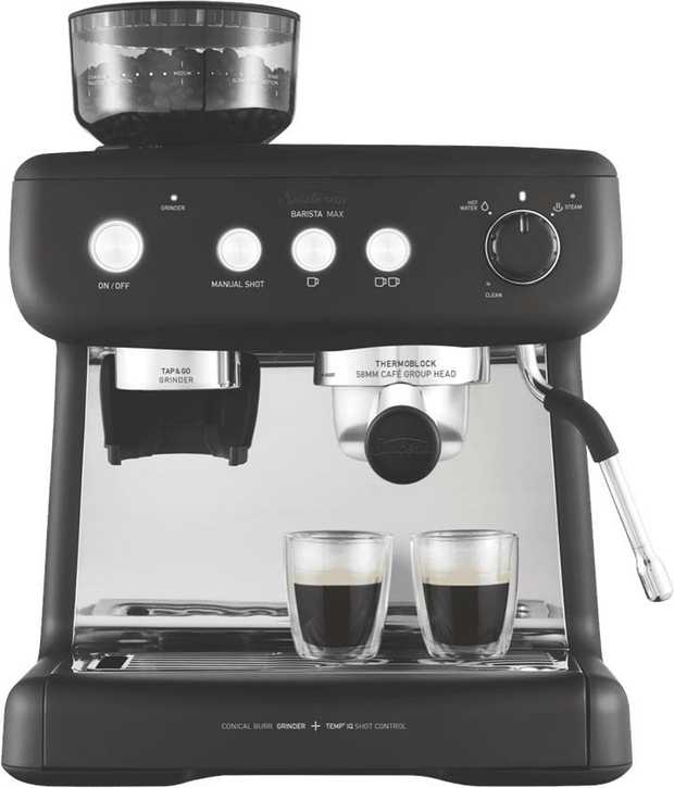 This Sunbeam coffee machine's espresso maker lets you enjoy espresso drinks anytime. It features a...