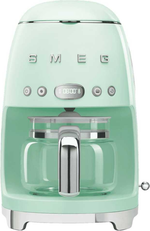 This Smeg coffee machine has a green finish and a 1.4 litre capacity. It has a 10 cup brewing capacity...