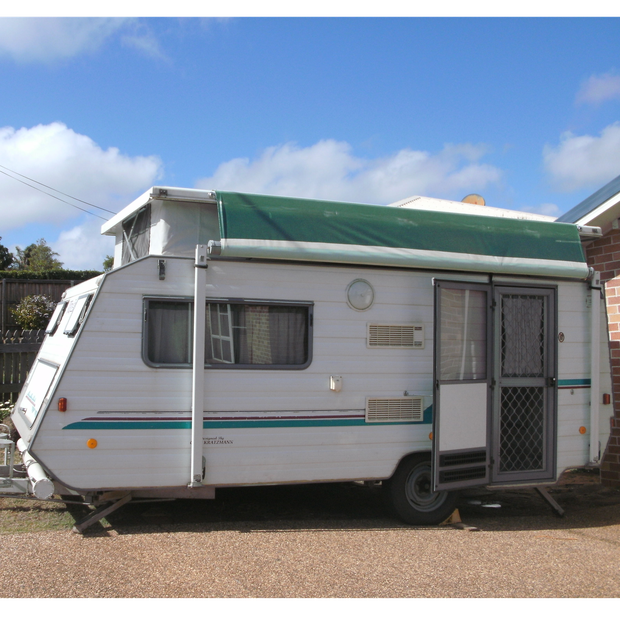 Windsor Poptop 1997 16', rear kitchen, gas oven and 4 burner stove, 3 way frig, 2x single beds, plenty...