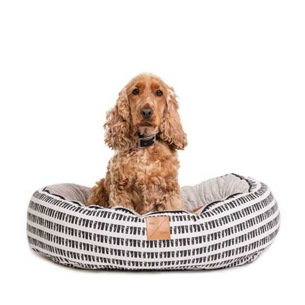 The Mog & Bone 4 Seasons Circular Dog Bed Black Mosaic is a versatile, reversible bed that can...