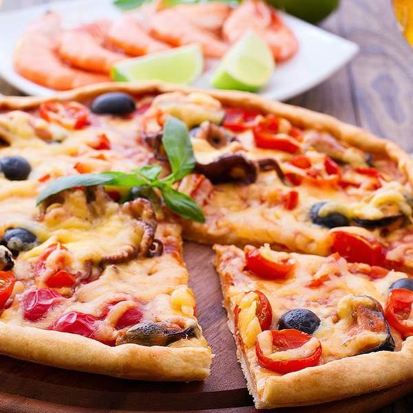 Sip in style at the picturesque Talunga Estate in Gumeracha, offering up a gourmet pizza lunch and a...