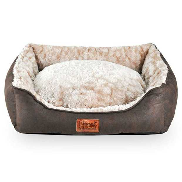 For a luxurious and cosy sleep and relax time, your furry friend will love the Freezack Volant Sherpa...