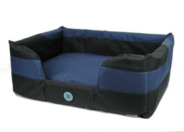 Bono Fido Staydry Basket Blue Dog Bed is a comfy dog bed that is suitable for use all year round. The...