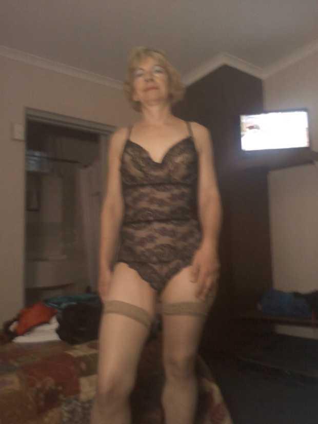 Mature  Blonde  AUSSIE  Playful  Tantelizing  Kisses & Cuddles   0413288644