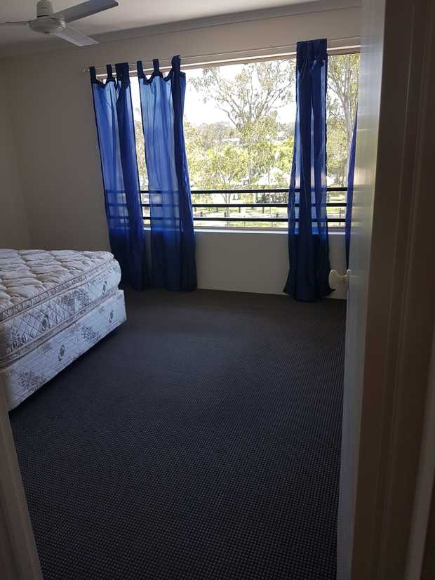 2 bedroom unfurnished unit in secured resort.    Pools  Spas  Tennis  Foxtel.   $400...