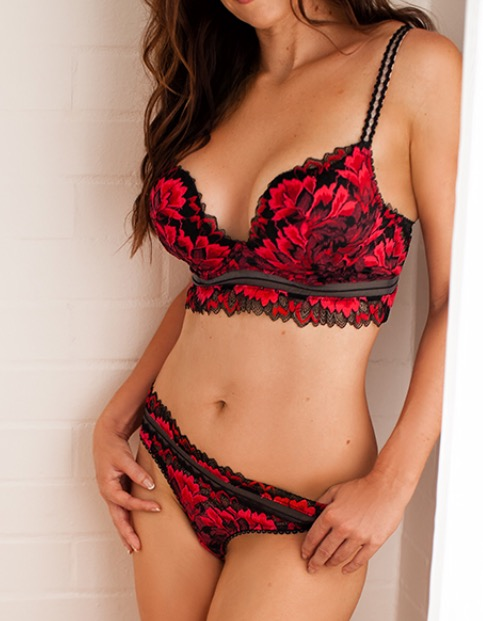 Gorgeous Stunner  Sensual Touch  Sexy Lingerie  Discreet  Body Rub Available  In...