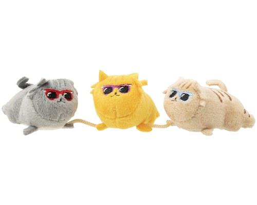 FUZZYARD CAT TOY COOL CATSThis trio of plush creatures attached by a string will keep all of those cool...