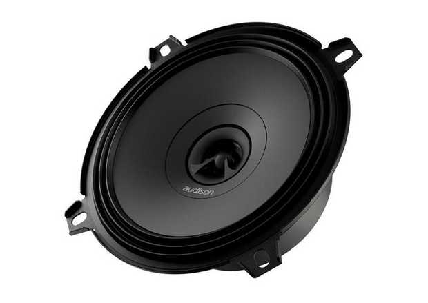 APX 5 features a concentric coaxial tweeter: with one single point of sound emission it is possible to...