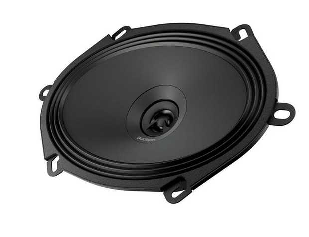 APX 570 features a concentric coaxial tweeter: with one single point of sound emission it is possible...