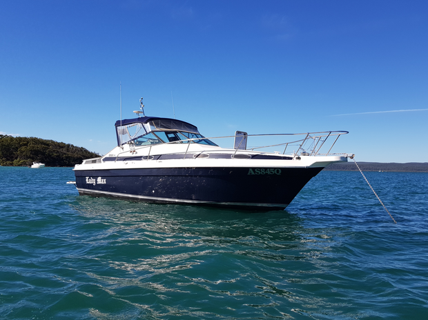 Motor: Volvo Penta 5.7 300 hp with fly wire control. Trim assist. Dual prop leg done 149 hours. New...
