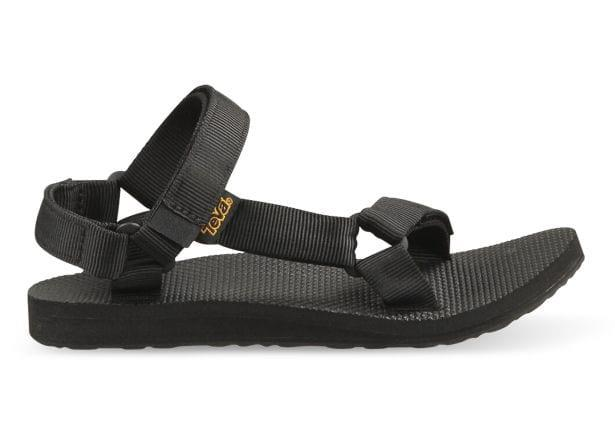 Strap into your next staple. The Teva Original Universal sandals are a timeless model, designed and...