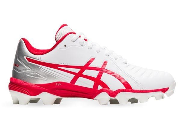 The Gel Lethal Ultimate Grade School is a quality football boot for young athletes. It offers an...