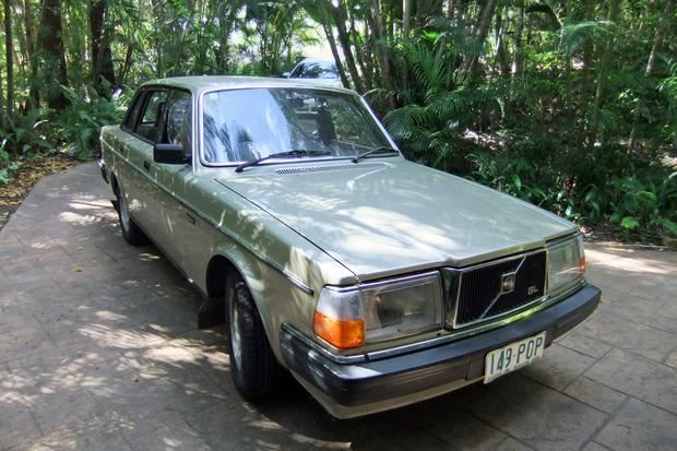 Volvo 240 GL 4-door sedan  1986 metallic  gold, 192 774 km, four brand new tyres. Registered until 4...
