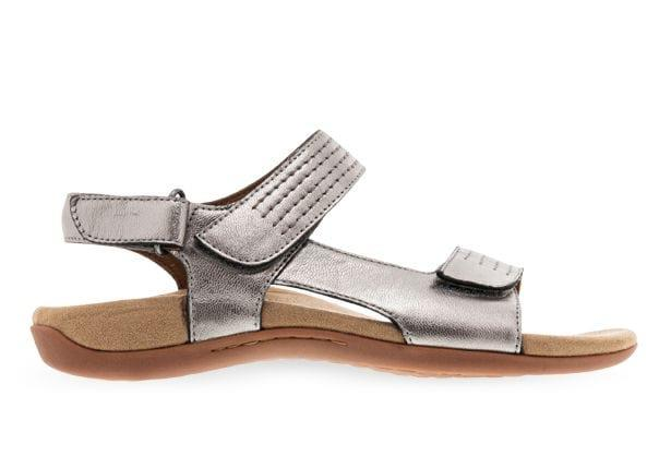 Be ready for summer in the Orthaheel Astoria women's sandals. Designed with premium, full grain leather...