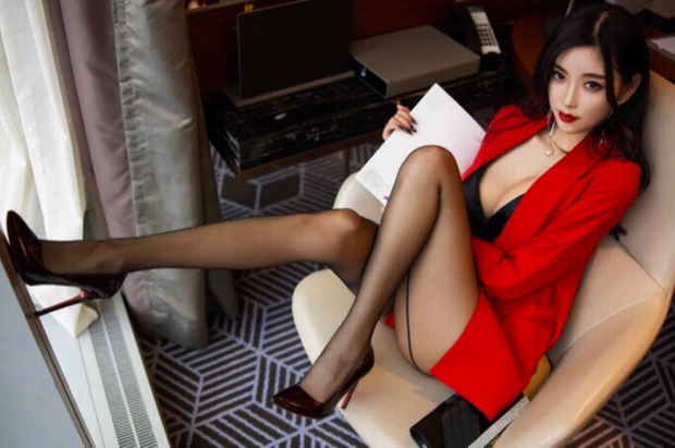 Stunning & StylishPetite Size 6, 22yoVery pretty companion for a lovely gentlemen for travel...