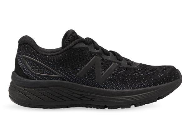 Lace up the new 880v9 and experience exceptionally responsive cushioning and reliable support when you...