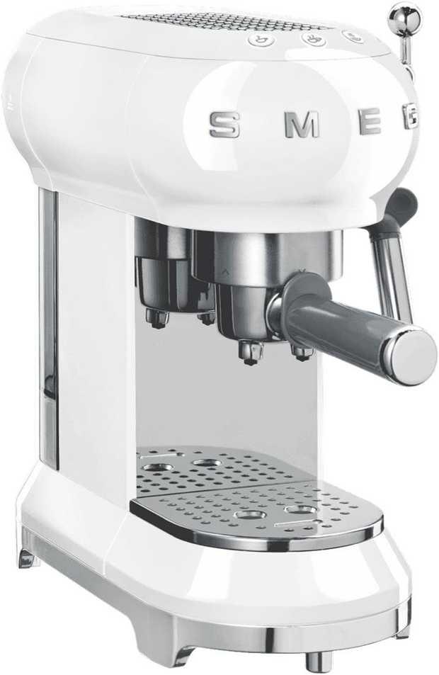 Create Italian style espresso or milky coffee favourites with this award-winning Smeg 50's Retro Style...