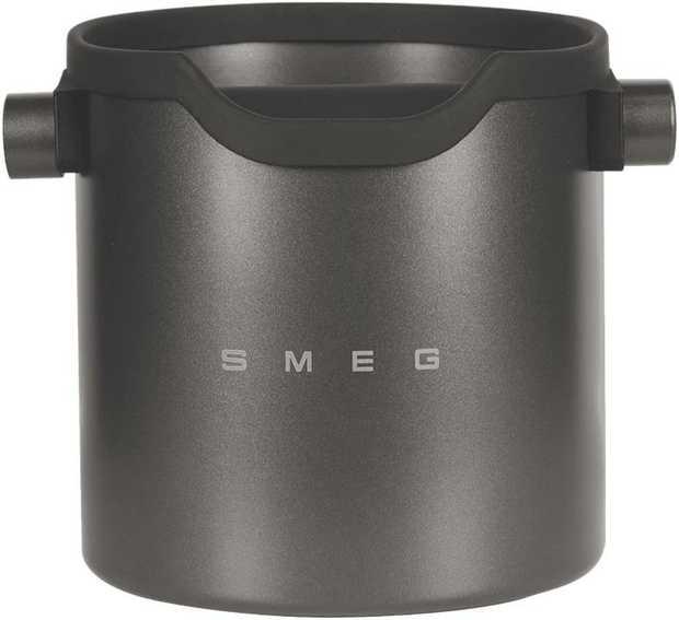 A stylish accompaniment to your Smeg 50's Style Retro Espresso Coffee Machine in a black Teflon...