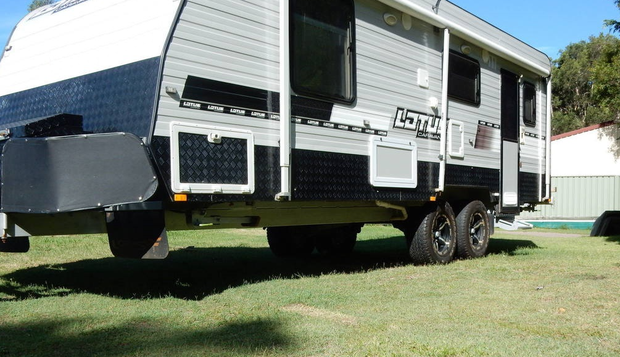 A/C,stove,Cruisemaster Independent Suspension,23 ft,toilet+shower,water tanks,washing machine,3 offroad...