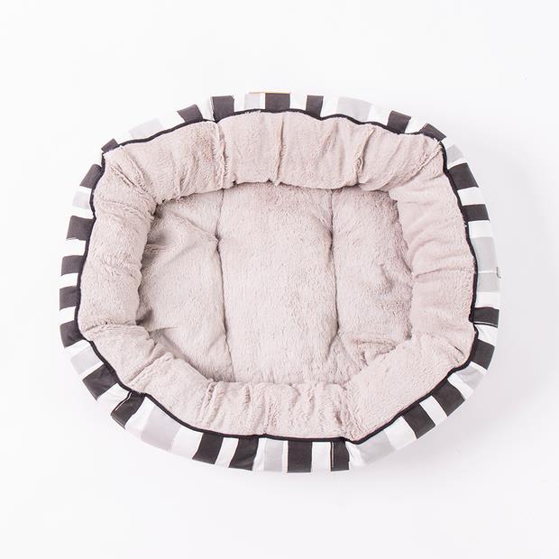 Mog And Bone 4 Seasons Reversible Bed Pebble Brush Black Medium Pet: Dog Category: Dog Supplies  Size:...