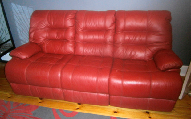 3 seater leather lounge, red in colour, with manual recliner on each end, is in absolutely beautiful...