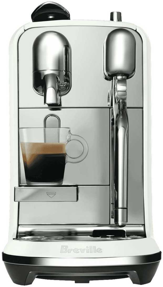 Prepare coffee drinks in your own home with this Breville coffee machine's espresso maker. It features...