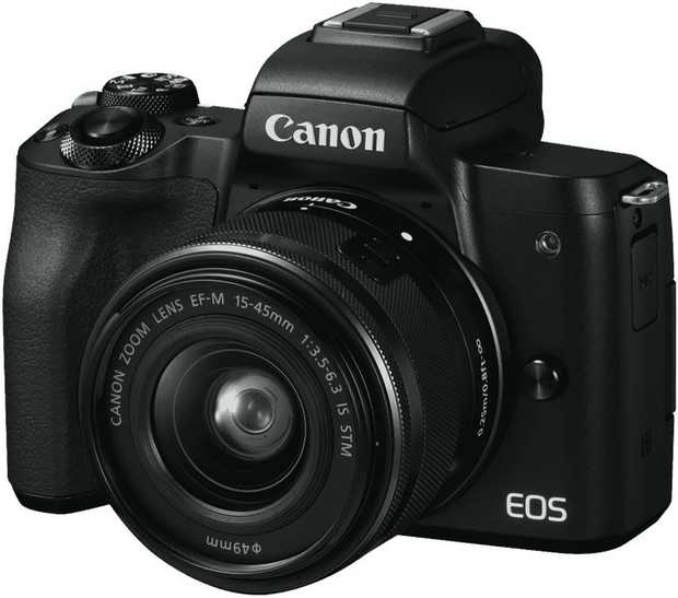 This Canon compact camera has a CCD sensor. Its 15-45mm lens lets you enjoy stress-free photography.