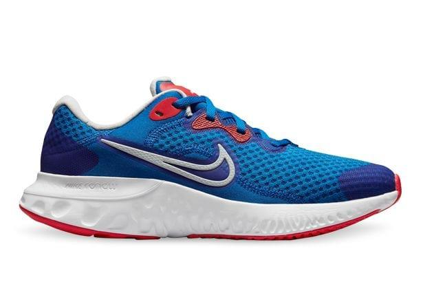 Keep kids moving and playing in comfort with the Nike Renew Run 2. Providing quality cushioning through...