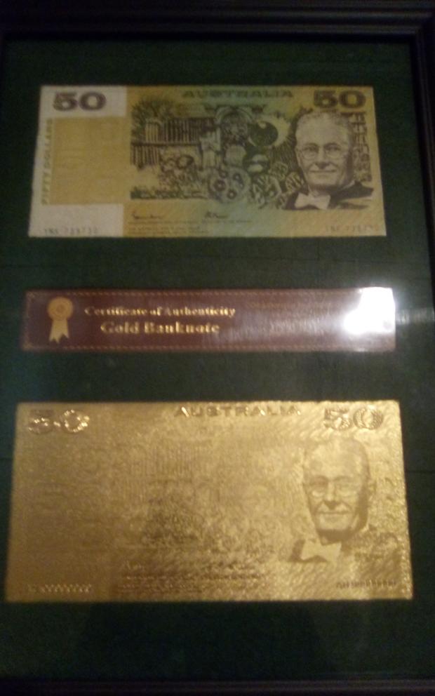 1985 $50 Australian legal tender paper banknote with $50 certified gold leaf banknote framed