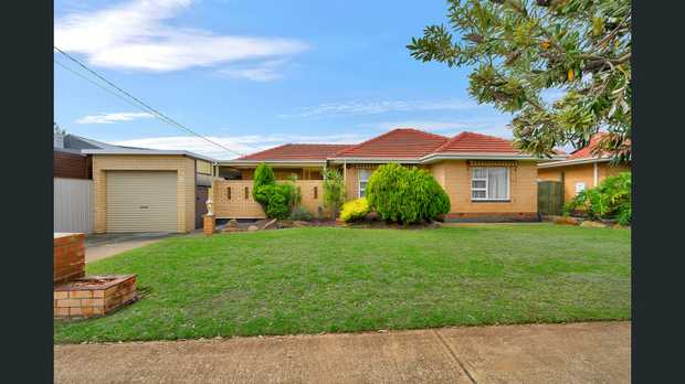 This much loved family home is situated on 591sqm (approx) and has a frontage of 18.5m. Built in 1964...