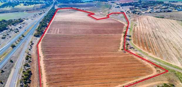 Swanport via Murray Bridge SA | 32.32 HA (79 AC)   Development Dream - Zoned rural...