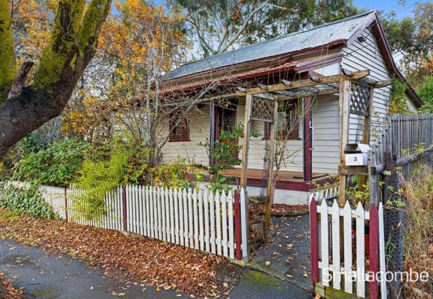 LOBETHAL  23 Woodside RoadOpen 12.30pm Auction at 1pmOriginal weatherboard Cottage Circa 1905. ORIGINAL...