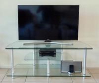 Stylish modern unit in very good condition Good quality glass.Size:  W120cm x D52cm x W47cm