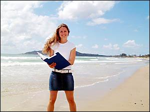 Judge Emily Doyle inspects Belongil Beach yesterday for the 2004 Keep Australia Beautiful Awards challenge.