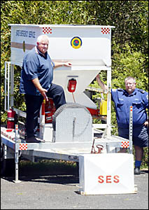 SES volunteers, operations superviser Mark Cowan (front) and communications officer Don Cowan