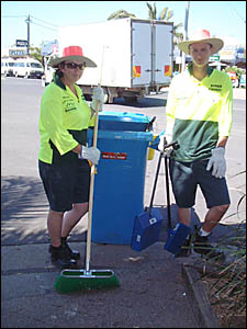 Stormwater ambassadors Cate Kildea and Darcy Dunlop cleaning up the streets of Byron Bay.