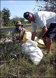 Legends of the Clean Up Australia effort, volunteers Arthur Rawlinson and Don Dunlop.