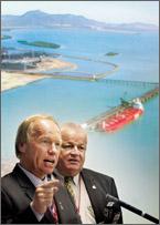 Premier Peter Beattie and Member for Keppel Paul Hoolihan.